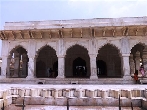 Agra fort interesting facts facts about lal qila agra fort for Diwan i khas agra fort