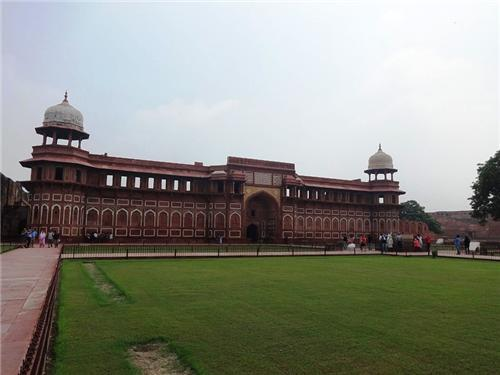 Know More About Agra Fort