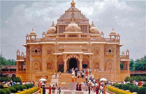 Beautiful Akshardham Temple in Ahmedabad