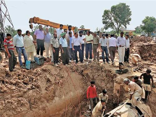 Water Pipes Being repaired in Ajitgarh