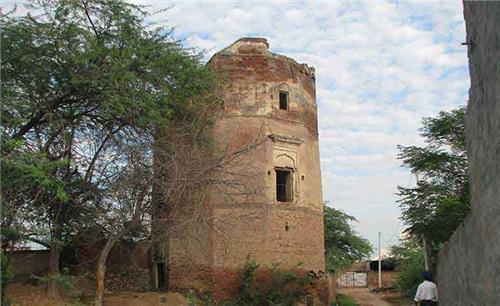 Baradari in Pul Kanjari