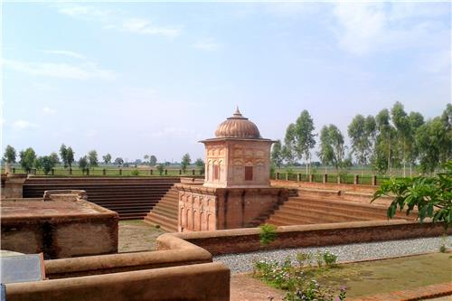 The Sarovar at Pul Kanjari