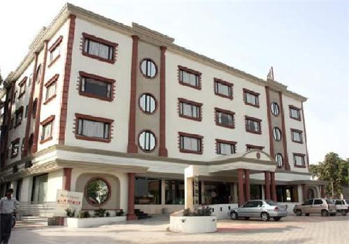 Reputed 5 star and 3 star hotels in the region of Anand