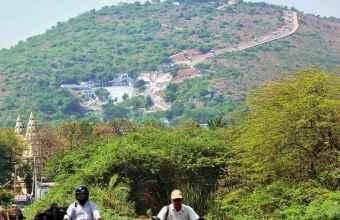 http://im.hunt.in/cg/Andhra/Tenali/City-Guide/m1m-gunadalahill.jpg