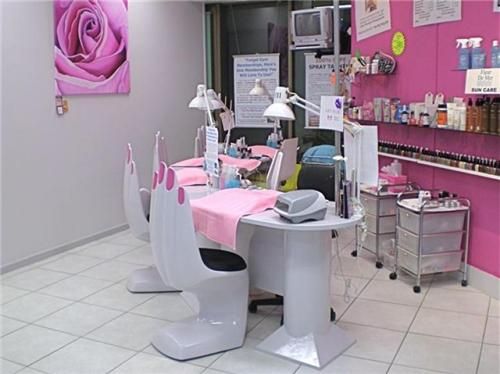 Beauty Parlor in Barnala