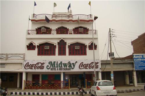 Mid Way Hotel And Restaurant in Barnala