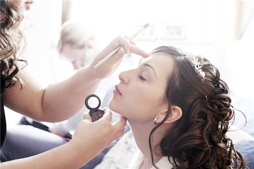 Beauty Parlors in Bhuj