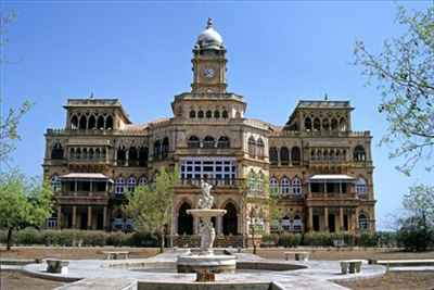 http://im.hunt.in/cg/Bhuj/City-Guide/m1m-bhuj-tourism.jpg