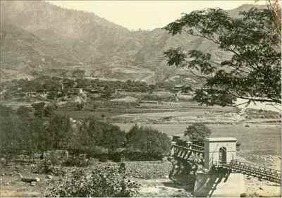 http://im.hunt.in/cg/Chamba/City-Guide/m1m-Chamba_Valley,_Himachal_Pradesh,_c1865.jpg