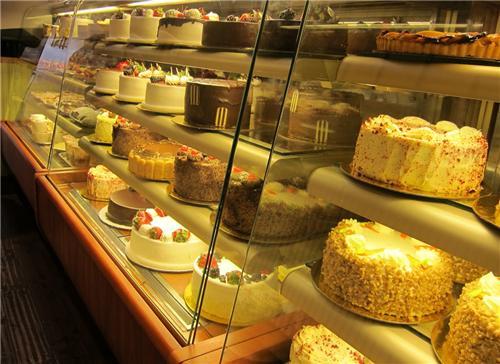 Hot Breads Cake Designs Chennai