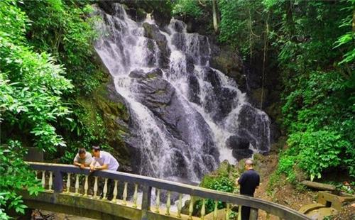 Ngaloi falls