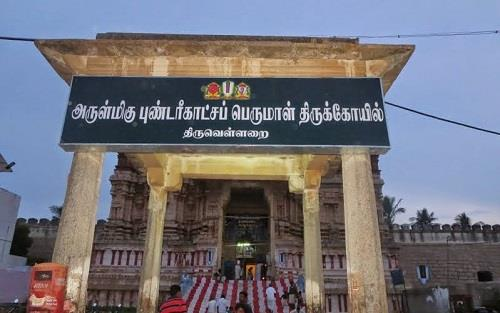 Mandapam in front side of Thiruvellarai Sri Pundarikakshan Perumal Temple