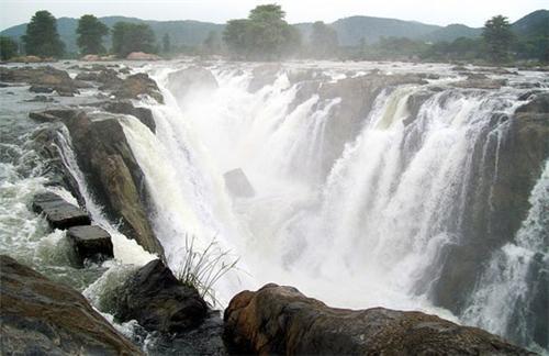 Hogenakkal Waterfall