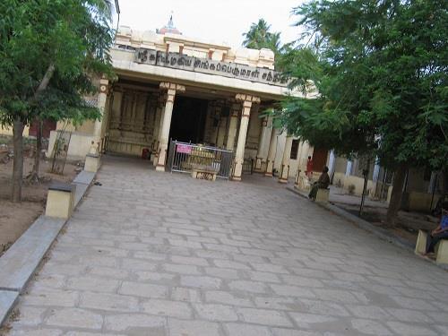 Inside Kaatazhagiya Singaperumal Temple srirangam