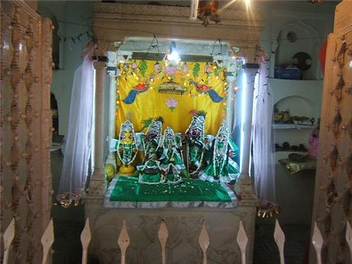 Radha Gokulananda Temple Vrindavan Address