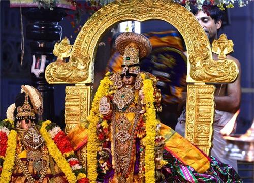 Serthi Sevai - Perumal with Goddess