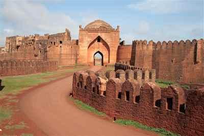 http://im.hunt.in/cg/City-Guide/m1m-Bidar-Fort.jpg
