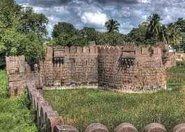 http://im.hunt.in/cg/City-Guide/m1m-Vellore_Fort1.jpg