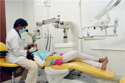Dentist in Daman