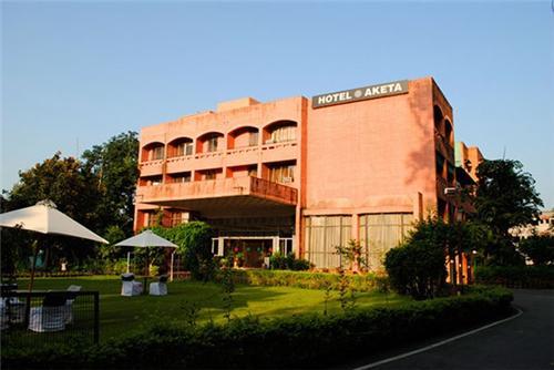 three star hotels in Dehradun