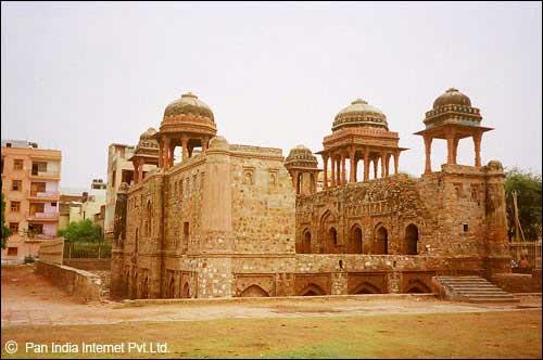 Attraction of Mehrauli Archaeological Park