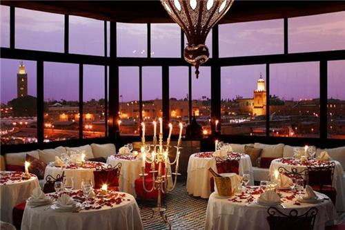 Ambiance of a Romantic Restaurant