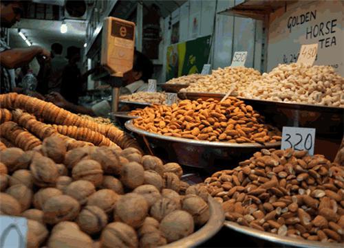 Dry fruit market in Delhi
