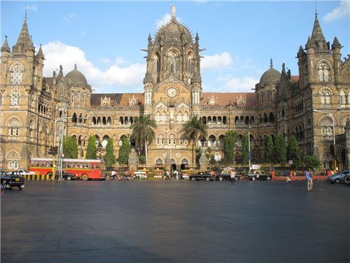 Trains from Delhi to Mumbai