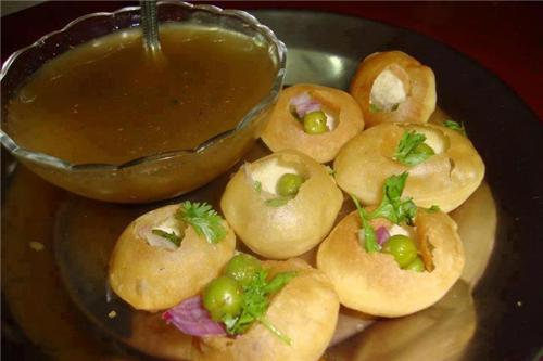Golgappa Served in Restaurants