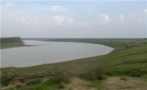 Chambal River flowing through a major portion of Dholpur
