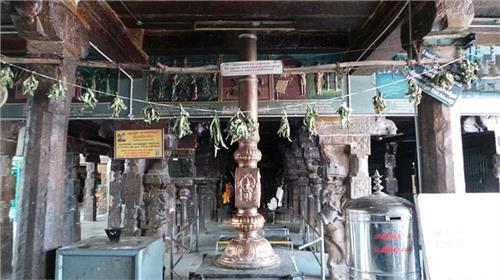 Flagpole at the Arulmigu Arudra Kabaliswarar Temple