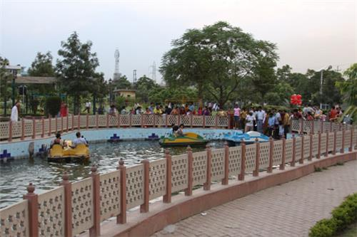 Facilities and attractions of Swarna Jayanti Park in Indirapuram Ghaziabad