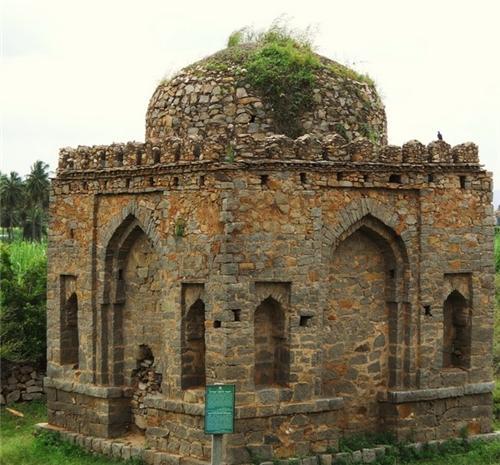 Ahmed Khan Tomb in Hampi