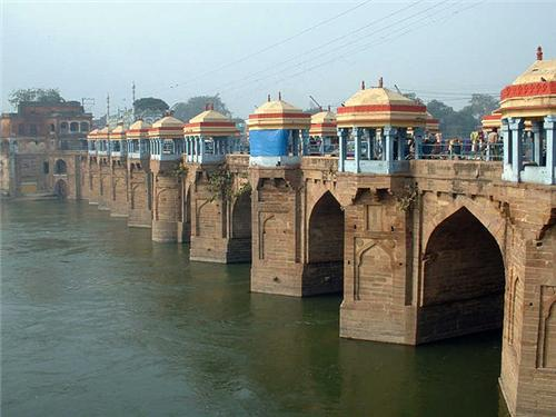 Shahi Bridge in Jaunpur Location