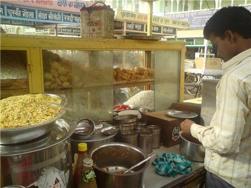 Vendors Selling Chat in front of Rani Sati Mandir
