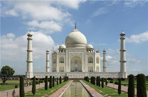 Visit Agra near Kanpur