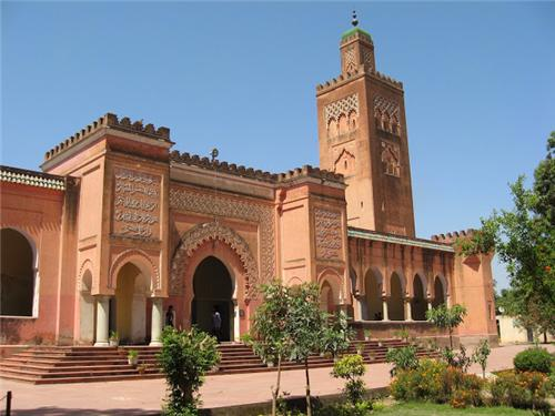 Moorish Mosque, Kapurthala (Source:http://indiaanditsamazingtours.blogspot.in/)