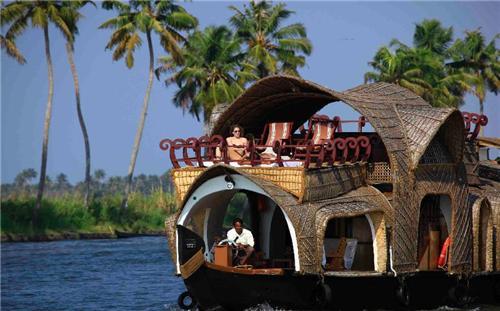 Enjoy Houseboat tour through Kochi backwater