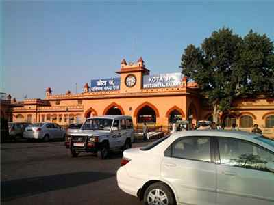 http://im.hunt.in/cg/Kota/City-Guide/m1m-Kota_Railway_station.jpg