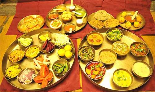 Gujarati Thali served in the restaurants of Mehsana