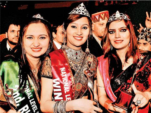 Participnts of Winter Queen Contest during the Winter Carnival in Manali