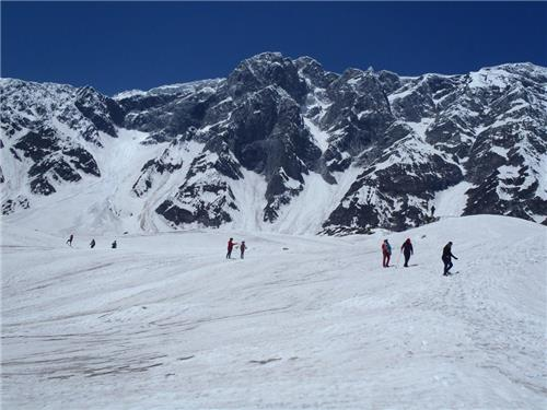 Trekking Route of Beas Kund in Manali