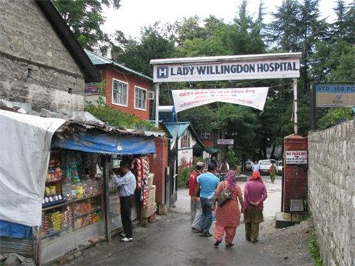 Entrance of About Lady Willingdon Hospital, Manali