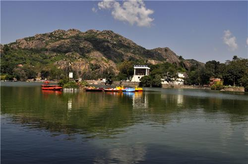 Serene Location of Nakki Lake in Mount Abu