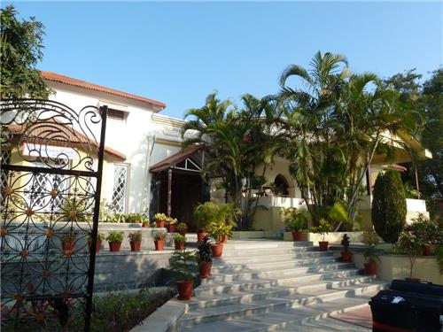 Peace and Harmony at Hotel Cama Rajputana Club Resort in Mount Abu
