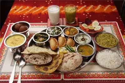 http://im.hunt.in/cg/Mount-Abu/City-Guide/m1m-Rajasthani-Thali.jpg