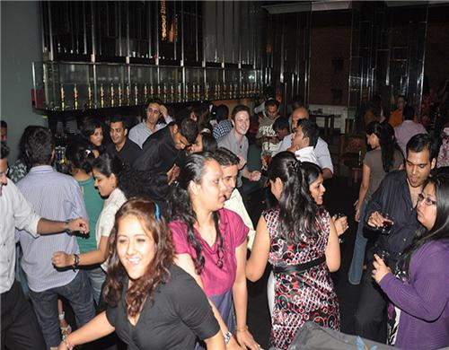 Late Night Partying in Pubs of Mumbai