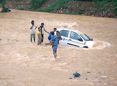 http://im.hunt.in/cg/Pathankot/City-Guide/m1m-flash-flood-in-pathankot.JPG