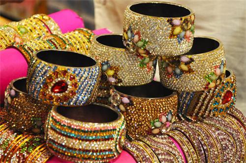 Bangles in Bangdi Bazaar in Rajkot