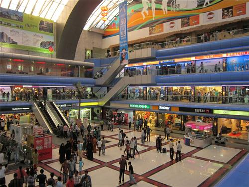 describing the shopping mall Described shopping center development and management processes as  the  already described types, for instance, shopping mall, lifestyle center or power.